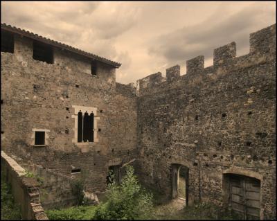 Castell de Cartellá - Patio hacia exterior